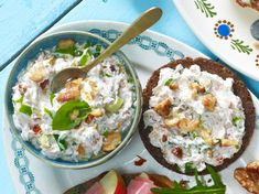 Frischkäse-Nuss-Aufstrich Rezept Dip Recipes, Vegan Recipes, Chutneys, Cravings, Good Food, Food And Drink, Veggies, Vegetarian, Snacks