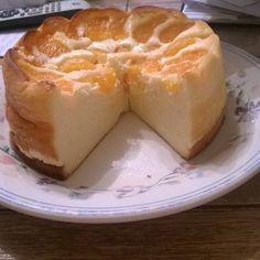 Schnell-Käsekuchen ohne Boden  1 kgQuark 6Ei(er) 100 gMehl 250 gMargarine 250 gZucker ½ Pck.Backpulver 2 Pck.Vanillezucker etwasZitronensaft