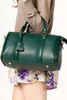 green Purses And Handbags, Leather Handbags, Marketing Merchandise, Handbag Accessories, Clothing Accessories, Cool Style, My Style, Daily Fashion, Passion For Fashion