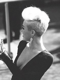 Never been a big Miley fan I guess but I love her short hair like this.
