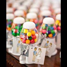 Dragées de mariage en distributeur de bonbon