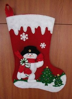 christmas stockings Perfect DIY C - christmas Cute Christmas Stockings, Christmas Stocking Pattern, Felt Christmas Ornaments, Christmas Sewing, Christmas Themes, Christmas Holidays, Christmas Decorations, Felt Crafts, Holiday Crafts