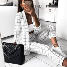 Image in fashion👗👢👠👚 collection by aouchichechaima Smart Casual Outfit, Casual Outfits, Cute Outfits, Grunge Fashion, Girl Fashion, Womens Fashion, Street Fashion, Blazer, Stylish Girl