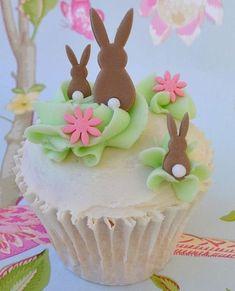 Adorable Easter bunny cupcakes!