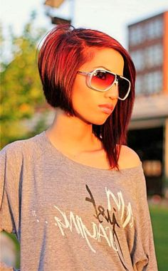 Looking for trendy asymmetrical bob hairstyles? Find a full photo gallery of the most perfect asymmetrical bob haircut for your face shape. Rock your style! Short Thin Hair, Short Hair Cuts, Short Hair Styles, Short Bobs, Chin Length Haircuts, Asymmetrical Bob Haircuts, Uneven Bob Haircut, Asymmetric Bob, Assymetrical Bob