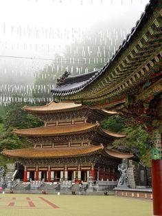 lovesouthkorea:  Daejosajeon (Great Teacher Hall), Guinsa in Danyang, Chungcheongbukdo Source: EmreKanik