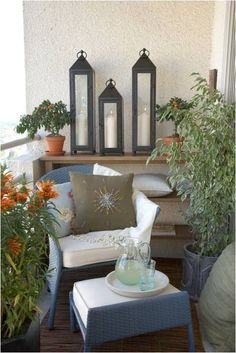 Downsizing soon.  This is a great look for a tiny space...  have to remember this.