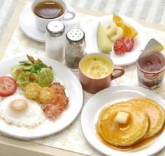 Plat miniature fimo petit déjeuner / pancake / assiette salé / fruit / café / pastel sec / vernis / vaisselle miniature / bois