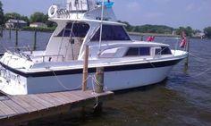 1969 31 foot Uniflite Cruiser