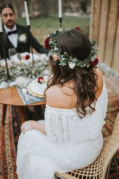 Cosy Cabin Boho Wedding Inspiration with Rustic Details and Bright Blooms - Blumenkranz , Cosy Cabin Boho Wedding Inspiration with Rustic Details and Bright Blooms Gemütliche Kabine Boho Hochzeit Inspiration mit rustikalen Details un. Boho Wedding Dress With Sleeves, Bohemian Wedding Hair, Fairy Wedding Dress, Rustic Wedding Dresses, Wedding Hair Flowers, Bridal Flowers, Flowers In Hair, Bridal Flower Crowns, Flower Crown Bride