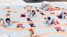A l'abordage! Voici un jeu de plateau à imprimer sur le thème des pirates! Le but du jeu est simple: être le ou la première pirate à atteindre le coffre au trésor situé tout au bout d'un parcours semé d'embûches et de surprises.