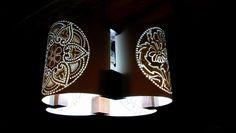 Luminária pendente 4 Faces, em PVC 150 mm, unidos com madeira de lei. By Aécio Alencar