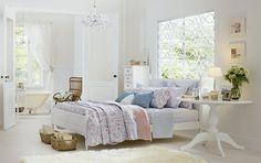 Tok&Stok Quarto Temas florais e cores suaves podem criar decorações repletas de leveza e simplicidade.