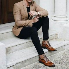 Business casual combo with a tan blazer black t shirt black denim awesome boots Best Mens Fashion, Mens Fashion Suits, Mens Suits, Men's Fashion, Suits Uk, Fashion Shirts, Fashion Ideas, Fashion Outfits, Fashion Tips