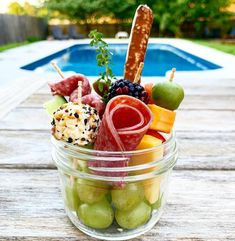 Charcuterie Recipes, Charcuterie Platter, Charcuterie And Cheese Board, Cheese Boards, Mini Appetizers, Healthy Appetizers, Appetizer Recipes, Healthy Lunches, New Food Trends