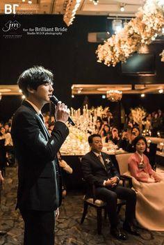 Proud mama park looking at her prince singing a song during her daughter wedding Baekhyun, Park Chanyeol Exo, Exo K, Exo Chanbaek, Exo Ot12, Kim Minseok, Kyung Hee, Xiuchen, Exo Members
