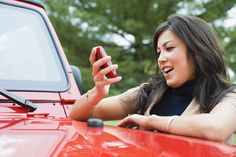 We came up with 14 awesome car hacks that may make your next car ride a little more pleasant (thanks to Farmers Insurance for the idea). De-ice your locks with hand sanitizer. 50 Cm3, Flirting With Your Husband, Used Cars Movie, Automobile, Assurance Auto, Car Insurance Tips, Car Hacks, Do It Yourself Home, Car Cleaning
