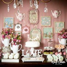 Um dos momentos mais esperados por uma noiva é sem dúvida o chá de panela, não é mesmo noivinhas? Uma dica muito simples de decoração para o chá é apostar na decoração das paredes. Pense em momentos que fizeram parte da sua trajetória com seu noivo e a história de vocês, ai capriche em posters com frases românticas, letreiros fofos, porta retrato de vocês e cor! Assim você consegue transmitir para os convidados toda a emoção que você sente além de deixar seu chá com a sua cara! ;) #walldone…
