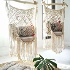 The last macrame curtain in workshop * tall macramedecor macrame macramewallhanging wallhanging walldecor… Macrame Design, Macrame Art, Macrame Projects, Macrame Knots, Macrame Jewelry, Macrame Hanging Chair, Macrame Chairs, Macrame Curtain, Hanging Chairs