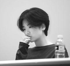 korean girl short hair * korean girl - korean girl aesthetic - korean girl groups - korean girl fashion - korean girl ulzzang - korean girl short hair - korean girl names - korean girl aesthetic faceless Tomboy Hairstyles, Pixie Hairstyles, Pixie Haircut, Haircuts, Girl Short Hair, Short Girls, Short Hair Cuts, Korean Girls Names, Hair Inspo