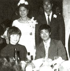 Brucie and Linda Lee at the Wedding of Ted Wong. Bruce Lee Family, Jeet Kune Do, True Legend, Karate, Martial Arts, Che Guevara, Actors, Fictional Characters, Legends