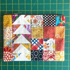 Patchwork flying geese zipper pouch / clutch prototype. I'm thinking of making more to sell, what do you guys think? #zipperpouch #clutchbag #patchwork #flyinggeese #sewing #handmade #oneoff #dsquilts #annamariahorner #julianahorner