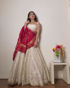 Indian Fashion Dresses, Indian Bridal Outfits, Indian Gowns Dresses, Dress Indian Style, Indian Designer Outfits, Choli Designs, Lehenga Designs, Stylish Dress Designs, Stylish Dresses