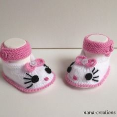 Free Baby Patterns, Baby Knitting Patterns, Knitted Booties, Knit Boots, Crochet Baby Shoes, Crochet Slippers, Hello Kitty Crafts, Tricot Baby, Baby Bootees