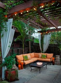 For the outdoor or patio landscaping the pergola gazebos are mostly used and being famous in people especially for shading in the garden or deck purposes. Some rooftop pergola gazebos designs are very charming in regard in shades. As the shade covers Small Backyard Landscaping, Backyard Patio, Pergola Shade, Backyard Pergola, Small Patio, Small Yards, Backyard Seating, Backyard Retreat, Landscaping Design