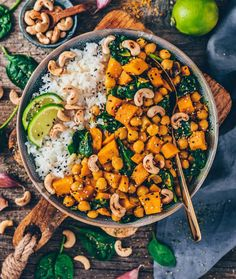 Sweet Potato, Chickpea & Coconut Curry with toasted Cashew nuts 😍 This is one of my favorite comfort meals which is vegan, gluten-free and totally delicious! Sweet Potato Pasta, Sweet Potato Quesadilla, Curry Recipes, Vegan Recipes, Vegan Food, Healthy Food, Vegetarian Cooking, Chickpea Coconut Curry, Crunch