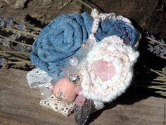 Купить Брошь джинсовая с розовым кварцем - голубой, джинс, джинсовый стиль, брошь ручной работы