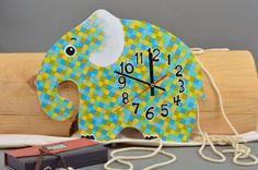 Originelle Wanduhr aus Holz Elefant in Decoupage von Volles Haus auf DaWanda.com