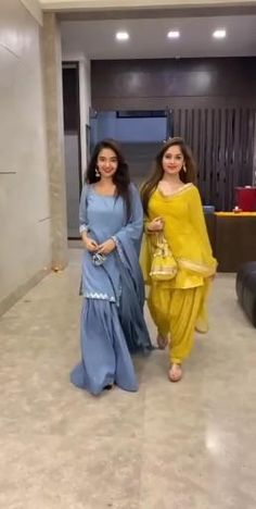 Party Wear Indian Dresses, Indian Bridal Outfits, Indian Fashion Dresses, Dress Indian Style, Girls Fashion Clothes, Fashion Outfits, Kurti Designs Party Wear, Lehenga Designs, Ethnic Wear Designer