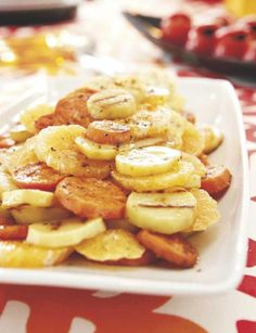 Pariloitu bataatti-perunasalaatti