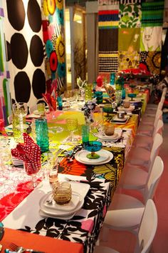 """Diffa Trend: Patterned Fabrics Several tables incorporated patterned fabrics. Marimekko's """"Color Therapy"""" exhibition balanced the company's colorful patterned fabrics with plain white chairs and plates. Fabric Patterns, Print Patterns, Traditional Dining Tables, Table Party, Colorful Party, White Chairs, Marimekko, Table Centerpieces, Event Decor"""