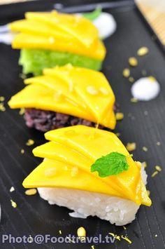 Mango and Stickies Trio Rice Sushi (Sushi Kao Nieaw Ma Muang) Sushi Recipes, Thai Recipes, Wine Recipes, Mango Sushi, Fancy Food Presentation, Food Plating Techniques, Sticky Rice Recipes, Mango Sticky Rice, Bistro Food