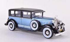 Cadillac V16 met.-hellblau/schwarz 1:43 Whitebox