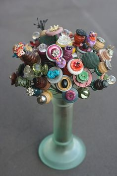 """I saw this in my cousin's house and I had to take a photo! Someone made it for her using wire and old buttons. LOVE this idea!"" I need to make more to add to my vase of button flowers. Button Bouquet, Button Flowers, Diy Bouquet, Crafts To Make, Fun Crafts, Arts And Crafts, Gift Crafts, Diy Buttons, Vintage Buttons"