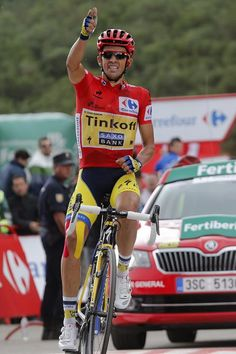 Vuelta Espana 2014 - Stage Contador crossing the finish line to win the stage Biker, Cycling Weekly, Cycling Outfit, Cycling Clothing, Sports Figures, Cycling Art, Grand Tour, Road Racing, Road Bike