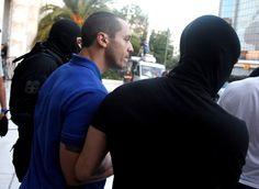 Στον εισαγγελέα Μιχαλολιάκος, Κασιδιάρης και οι λοιποί της ΧΑ - http://www.greekradar.gr/ston-isangelea-michaloliakos-kasidiaris-ke-i-lipi-tis-cha/