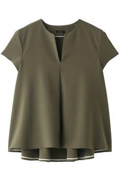 バックフレアブラウス デザインワークス/DESIGNWORKS Blouse Styles, Blouse Designs, Cos Tops, Zeina, Blouse Outfit, Japan Fashion, Look Chic, Plus Size Blouses, Types Of Fashion Styles