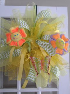 Spring fun wreath Balloons, Easter, Wreaths, Spring, Holiday, Fun, Beautiful, Globes, Vacations