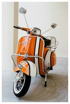 Lovely paint job. Piaggio Vespa, Moto Vespa, Scooters Vespa, Scooter Bike, Lambretta Scooter, Motor Scooters, Scooter Store, Vespa 150, Vintage Vespa