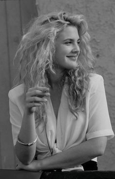 Drew barrymore <1990> picture of sophistication and beauty. Love the effortless beach waves