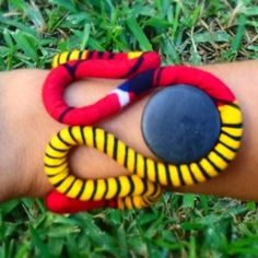 """www.cewax.fr aime les bijoux ethno tendance Bijoux ethniques et style tribal. CéWax aussi fait des bijoux en tissus imprimés africains, on vous retrouve en boutique ici: http://cewax.alittlemarket.com/ - Bracelet """"del sol"""" waxebo"""