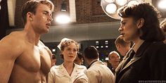 In Captain America: The First Avenger, Hayley Atwell instinctively touched Chris Evans' massive pecs while shooting the scene where she first saw him shirtless. 17 Unscripted Marvel Movie Moments That Actually Made It Into The Films Capitan America Chris Evans, Chris Evans Captain America, Captain America Movie, Marvel Comics, Marvel Avengers, Marvel Fan, Marvel Heroes, Peggy Carter, Steve Rogers