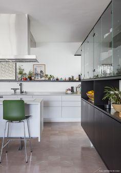 Olhar de arquiteto | Capítulo 1 | Histórias de Casa | Histórias de Casa Kitchen Dining, Dining Room, Sweet Home, House Tours, 1, Interior, Table, Furniture, Design