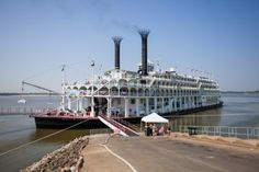 The American Queen Steamboat in @Stéphane Rasselet. Louis Post-Dispatch