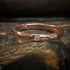 Jonc en or avec diamant solitaire Minimalist Jewelry, Rings For Men, Wedding Rings, Engagement Rings, Bangle Bracelet, Ring, Diamond, Enagement Rings, Men Rings