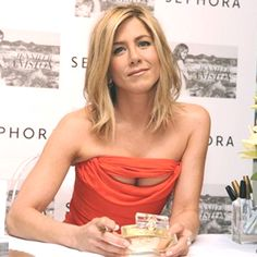 Jennifer Aniston is an one of many -absolutely- iconic star for girls, she has brief darkish blonde hair together with her fashion, and each girls Jennifer Aniston Short Hair, Jennifer Aniston Pictures, Jenifer Aniston, Jennifer Aniston Hairstyles, Jennifer Aniston Smoking, Jennifer Aniston Long Bob, Lob Haircut, Lob Hairstyle, Celebrity Hairstyles